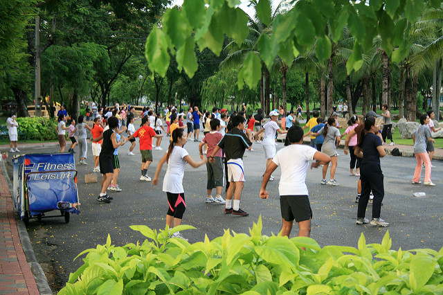 Aerobics in Lumpini Park, one of the free things to do in Bangkok