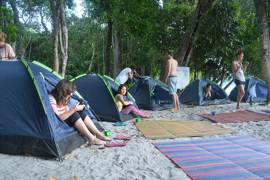 Some Koh Lipe snorkeling trips offer overnight camping at islands in the Butang Archipelago