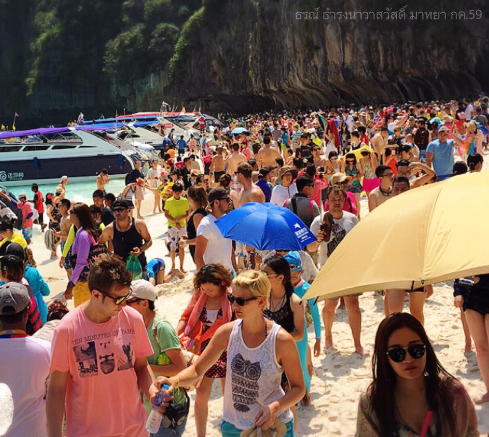 Thon Thamrongnawasawat's holiday picture of Maya Bar in Koh Phi Phi Naional Park, which sparked concern for the state of Thailand's beaches