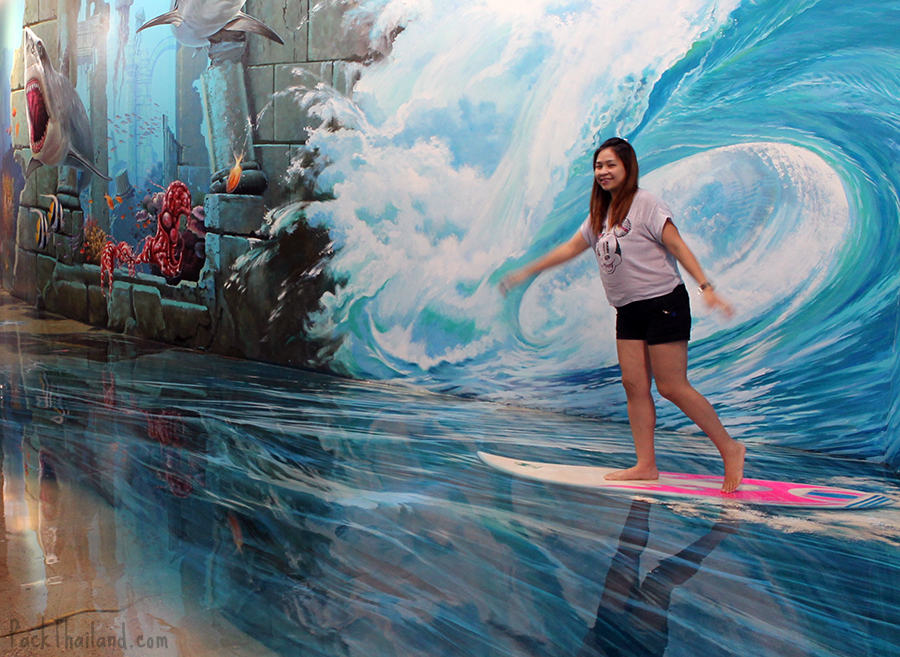 A girl enjoying the 3D paining at Art In Paradise Bangkok