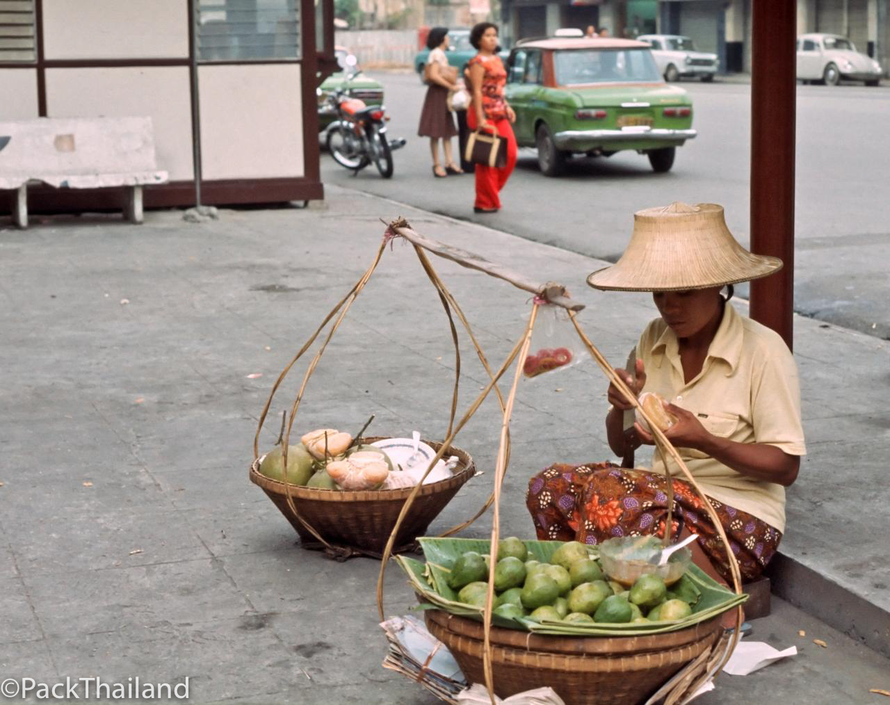 BEAUTIFUL PICTURES OF BANGKOK IN THE 1970S BEFORE TOURISM TRANSF